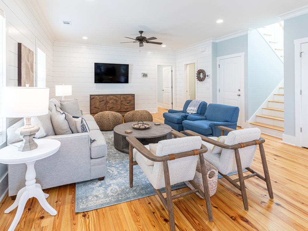Vacation Home in Tybee Island - Furnished with sofa bed airbnb